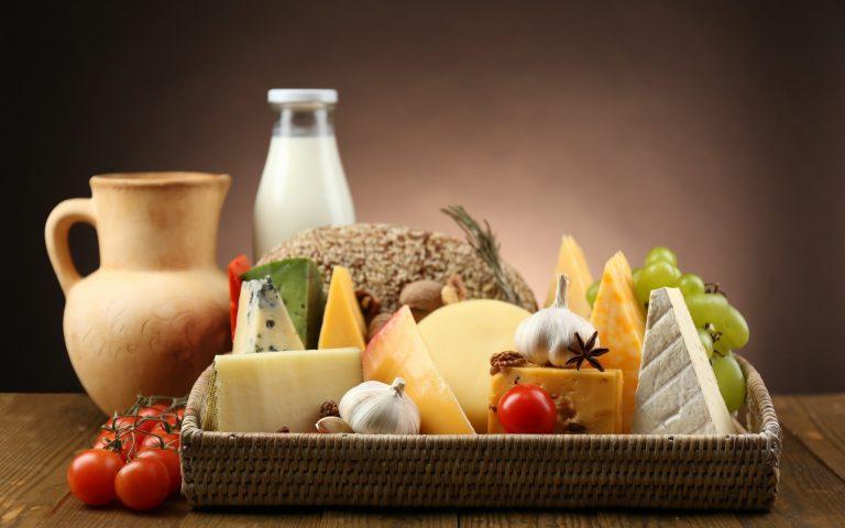 Sữa là nguồn dinh dưỡng dồi dào nhưng không thể thay thế các bữa ăn