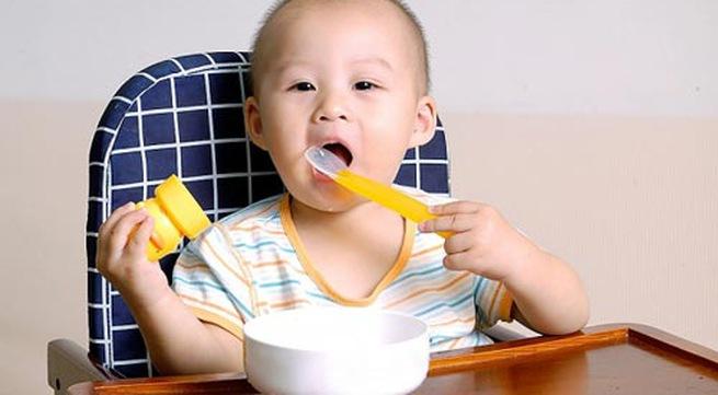 Nên cho con ăn thức ăn loãng