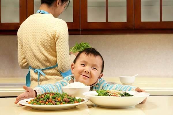 Cách tăng cân cho các bé chán ăn