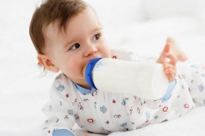 Mẹ nên bổ sung sữa giúp trẻ tăng cân cho bé