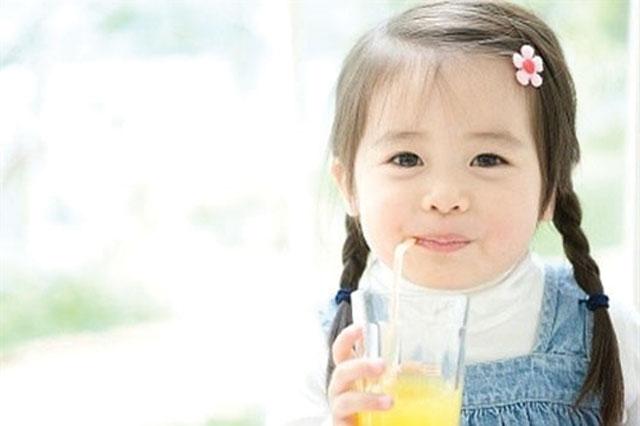 Nước trái cây chứa vitamin C để tăng sức đề kháng
