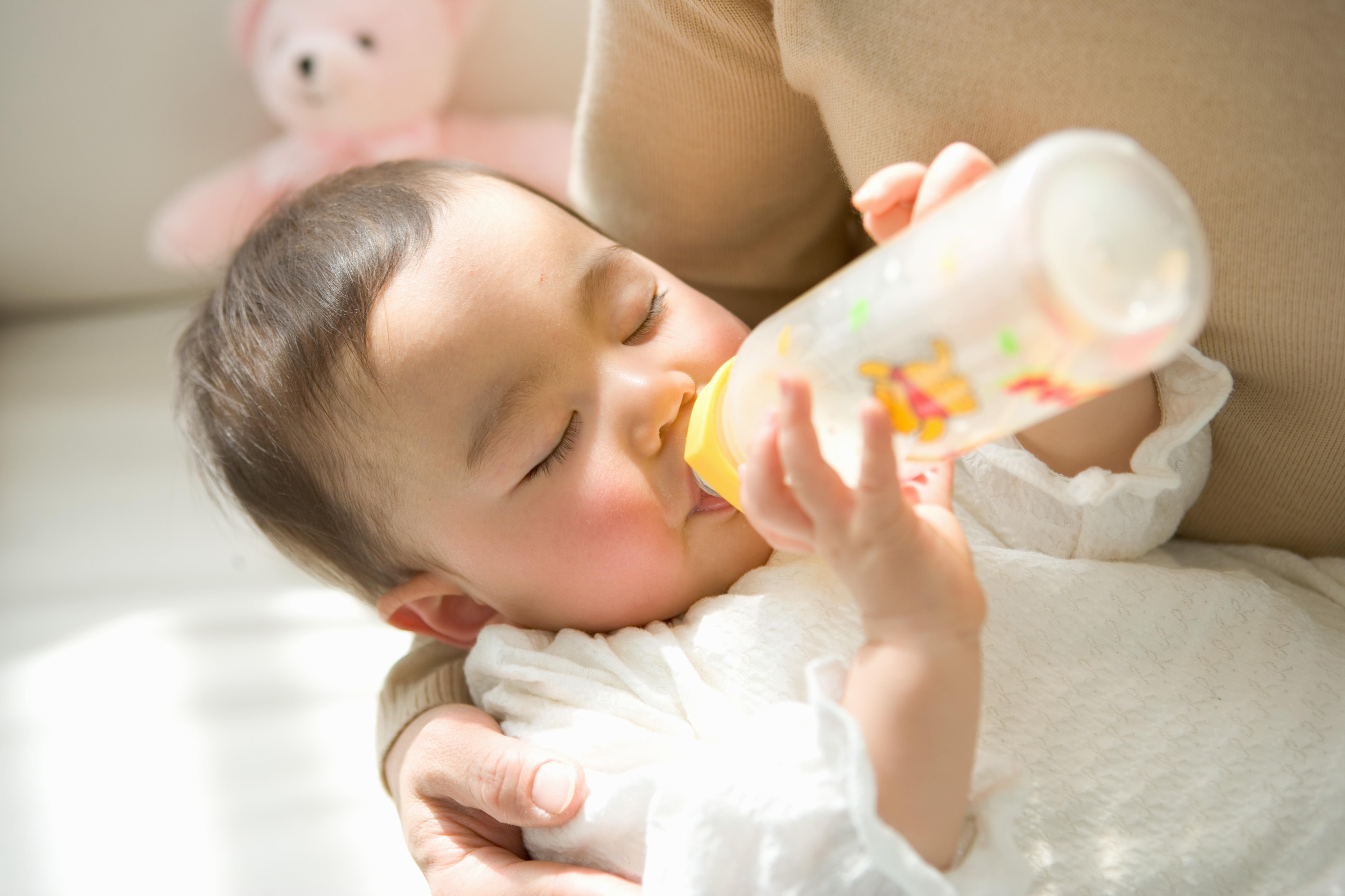 Trẻ 4-6 tháng tuổi cần được bổ sung dinh dưỡng từ sữa đầy đủ