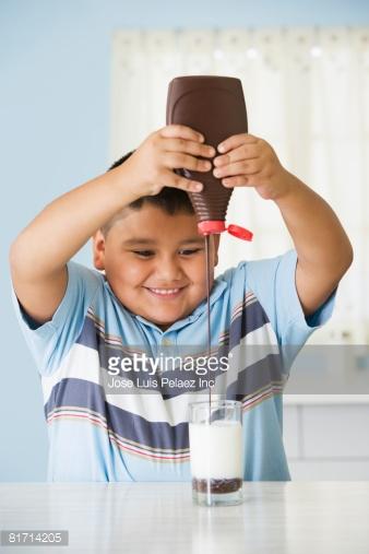 Không nên pha thêm bất cứ thứ gì vào sữa
