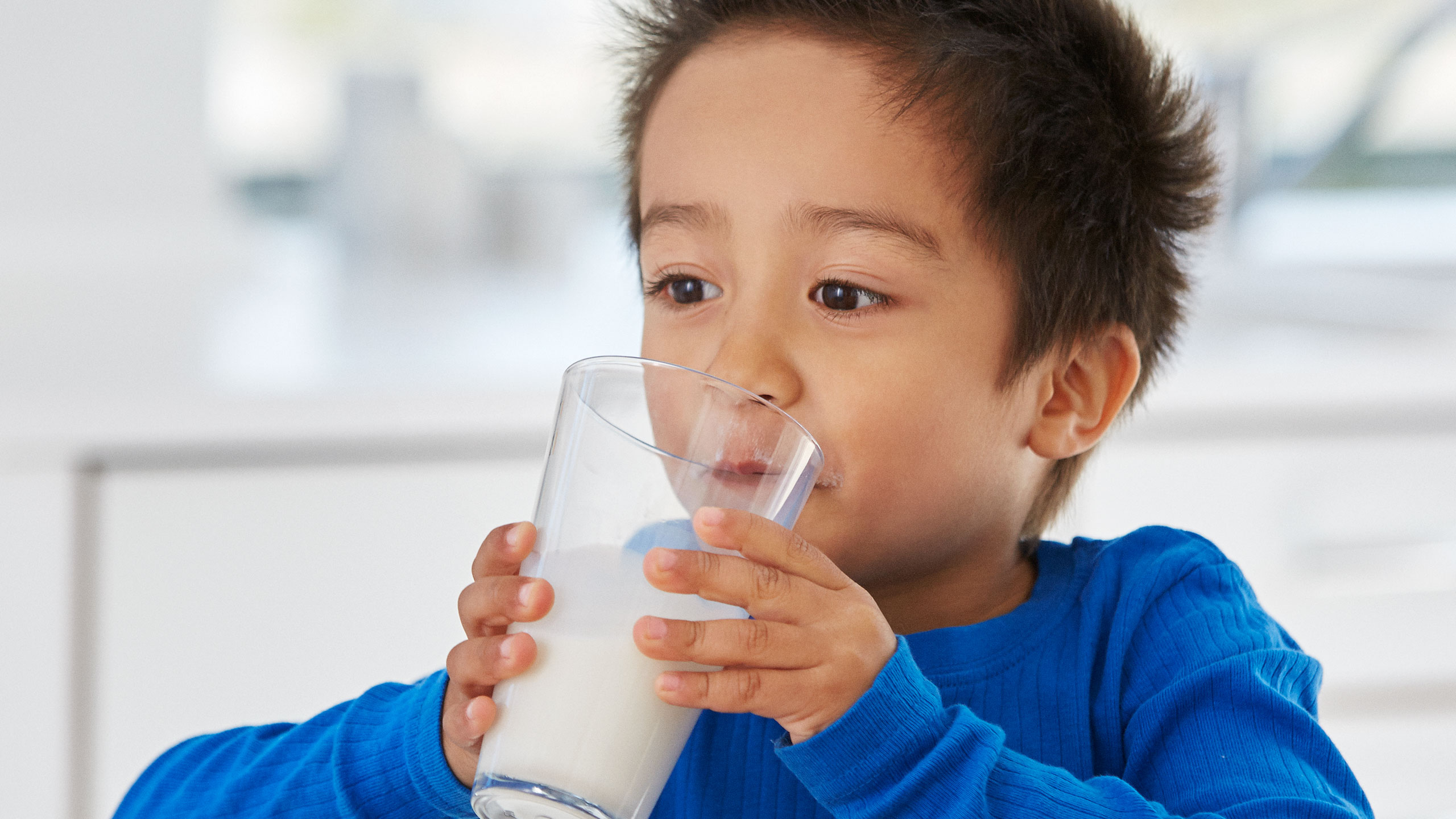 Sữa giúp bé tăng cân tốt là một nguồn bổ sung protein dồi dào cho bé