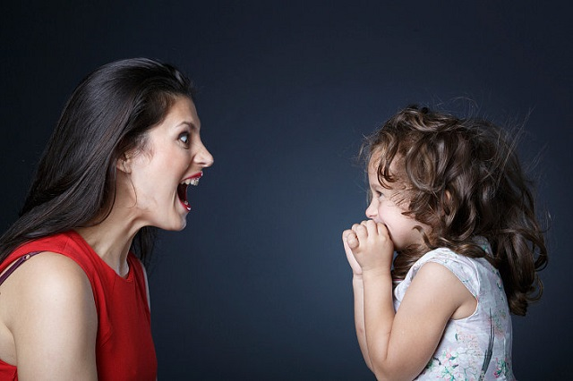 Không nên quát mắng con cái
