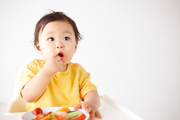 cung cấp lượng hoa quả đủ cho bé