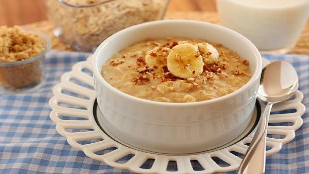Cháo yến mạch cung cấp vitamin cho bữa ăn của bé