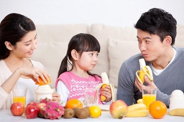 Trái cây cung cấp vitamin và khoáng chất cho cơ thể của bé