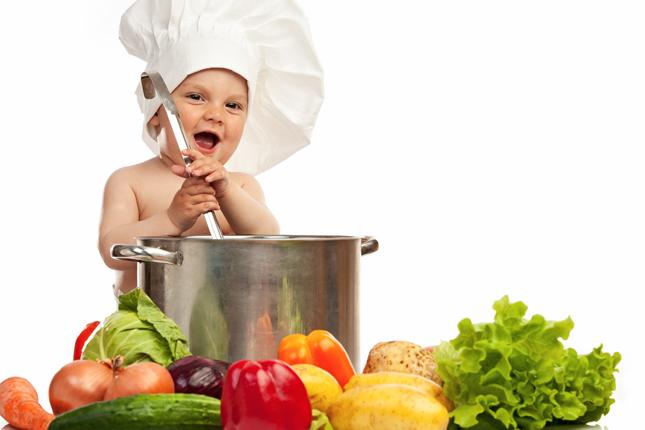 trẻ 1 tuổi cần được cung cấp đầy đủ dinh dưỡng