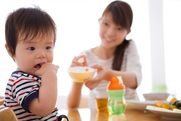 chăm sóc bé suy dinh dưỡng