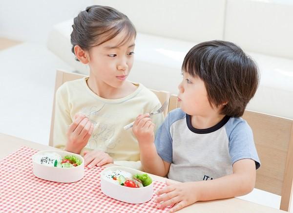 tăng bữa ăn hằng ngày giúp tăng cân cho trẻ