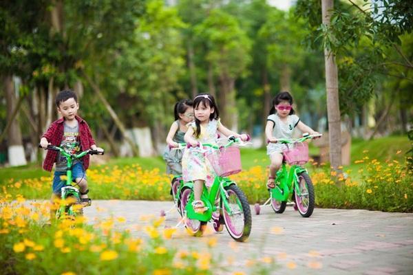 khuyến khích bé vận động đúng cách