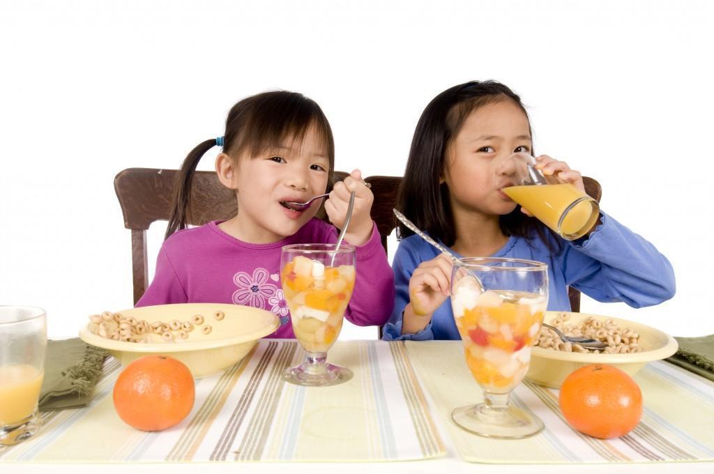 Bữa phụ cũng rất cần thiết đối với bé thấp còi