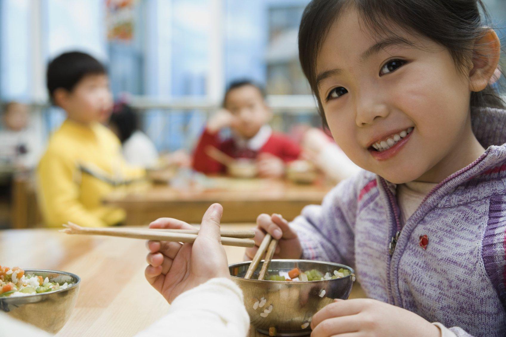 chế độ dinh dưỡng cho bé biếng ăn