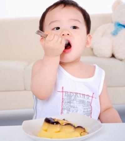 cho trẻ ăn những món vặt lành mạnh