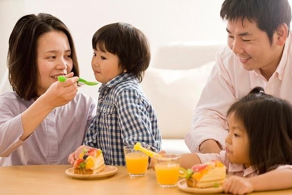 nguyên nhân khiến trẻ biếng ăn chậm lớn
