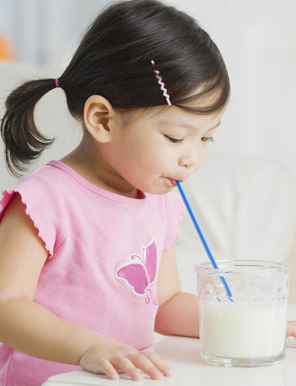 Sữa giúp bé phát triển chiều cao và cân nặng