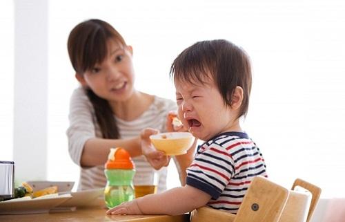 Khắc phục tính sợ ăn ở trẻ