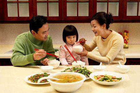 Biếng ăn gây nên những tổn thương cho cơ thể và cả tâm lí của trẻ em